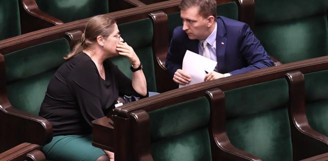 Posłowie PiS Krystyna Pawłowicz i Łukasz Schreiber w Sejmie. Trwa pierwsze czytanie nowelizacji ustawy o Sądzie Najwyższy.