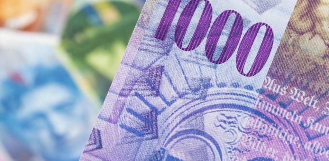 Kto zarobi na frankowiczach? Za prowadzenie sprawy kancelarie życzą sobie nawet 90 tys. zł