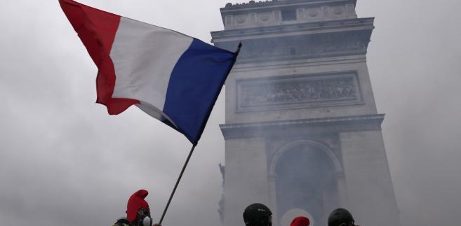 """Protest """"żółtych kamizelek"""". 1.12.2018, Paryż, Francja"""