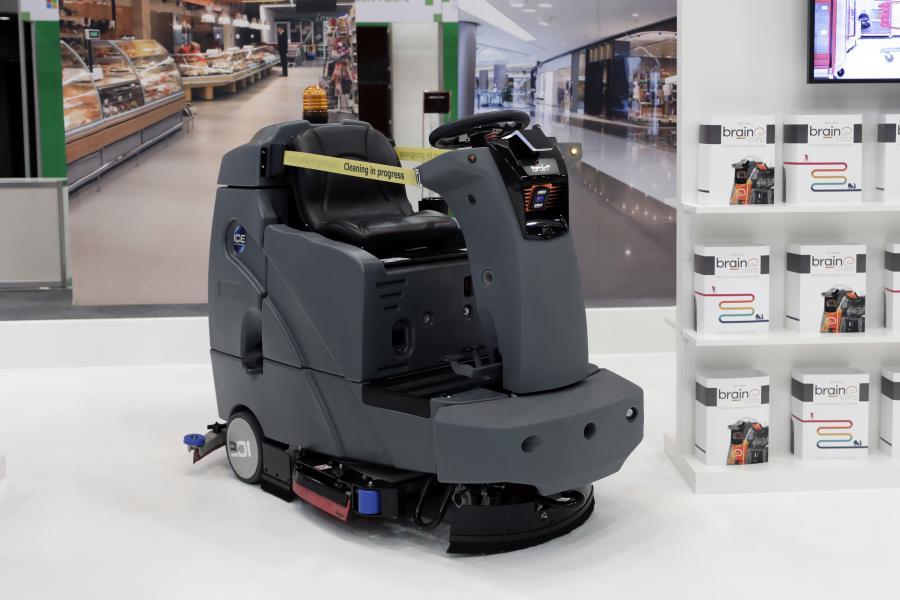 Urządzenie do konserwacji powierzchnie płaskich RS26 z serii International Cleaning Equipment (ICE), obsługiwana przez Brain OS firmy Brain Corp. na prezentacji w Tokio 20 listopada 2017 r.