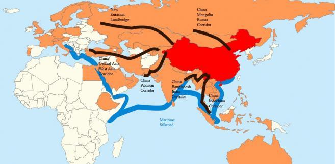 Nowy Jedwabny Szlak. Kolorem czerwonym oznaczono Chiny, pomarańczowym - państwa członkowskie AIIB. Czarne linie to lądowe korytarze ekonomiczne związane z Nowym Jedwabnym Szlakem, zaś linia niebieska to główny szlak morski. Źródło: By Lommes - Own work, CC BY-SA 4.0, https://commons.wikimedia.org/w/index.php?curid=58884083