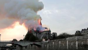 Katedra Notre Dame w płomieniach