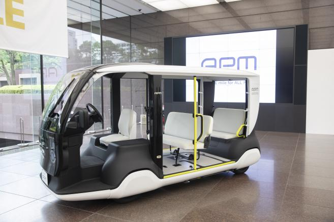 Pojazd mobilny Toyota Motor - Accessible People Mover (APM)
