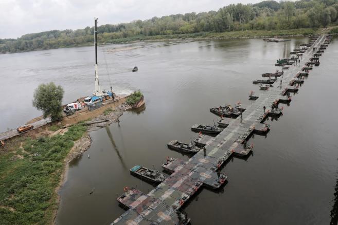 Most pontonowy w Warszawie