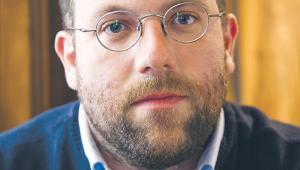 """Karol Trammer twórca i redaktor naczelny pisma """"Z biegiem szyn"""", ekspert transportu publicznego  -  fot. Wojtek Górski"""