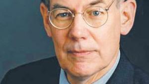 """John J. Mearsheimer profesor nauk politycznych na Uniwersytecie w Chicago, teoretyk stosunków międzynarodowych. Oprócz """"Tragizmu polityki mocarstw"""" napisał m.in. """"The Israel Lobby and U.S. Foreign Policy"""" (ze Stephenem M. Waltem), """"Why Leaders Lie: The Truth about Lying in International Politics"""" oraz """"The Great Delusion: Liberal Dreams and International Realities"""" -  fot. Materiały prasowe"""