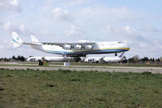 Samolot Antonov An-225 Mriya